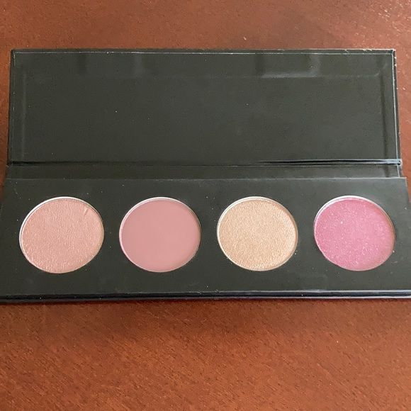 NWOT Younique Moodstruck 4 pan eyeshadow palette